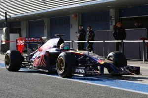 Toro Rosso returns to the pits